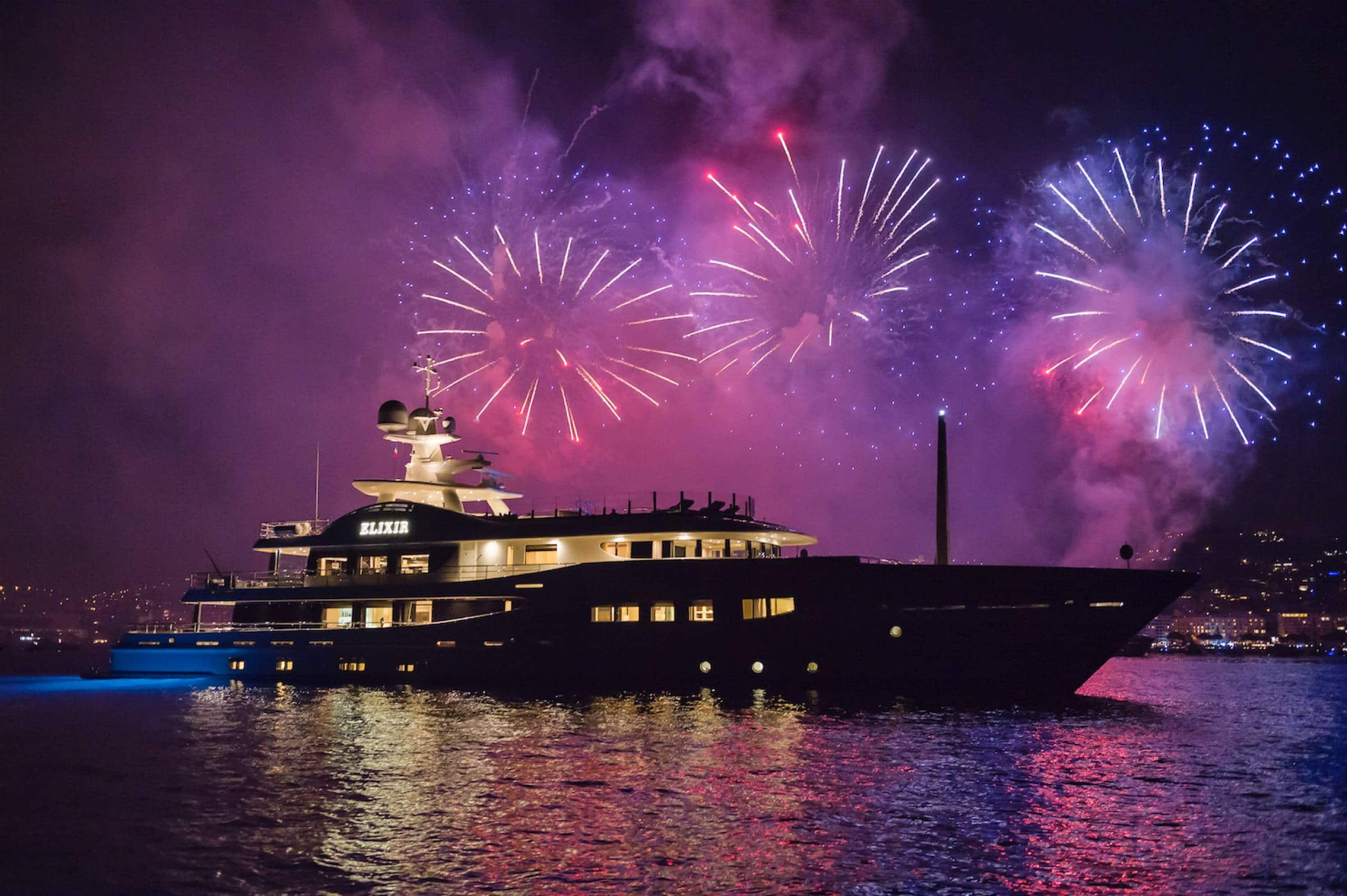 yacht-pyrotechnique-yacht-cannes-fireworks-events